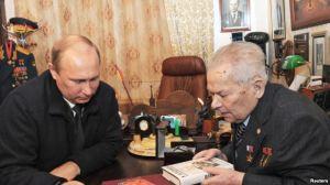 Kalashnikov&PutinTogehterSep2013